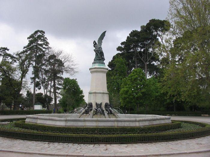 Fallen Angel Statue Madrid Retiro Park