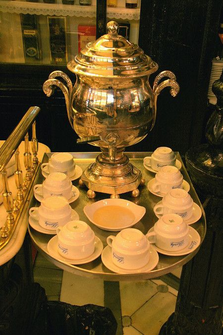 Restaurant-Lhardy-consomme dispenser