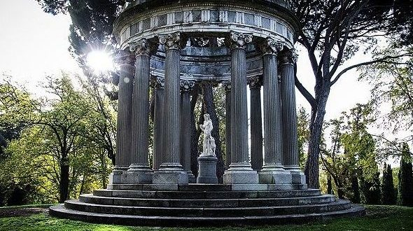 El Parque del Capricho Templete